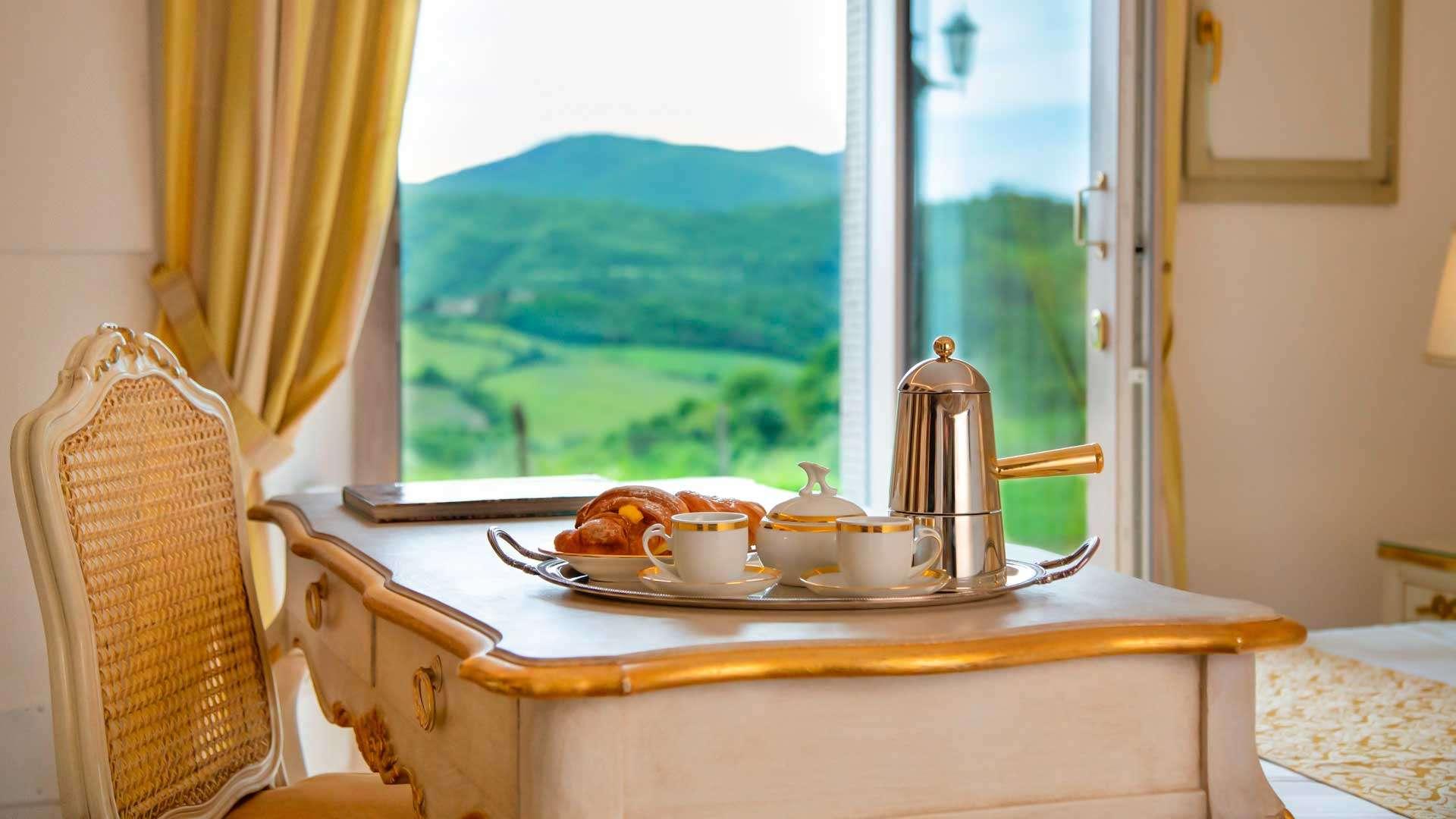 colazione servita in una delle migliori camere in campagna vicino a Firenze